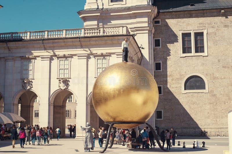 萨尔茨堡,奥地利- 2015年4月:大教堂和纪念碑对糖果商保罗富尔斯特 库存图片