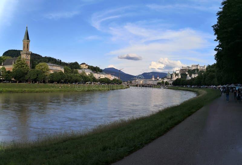 萨尔茨堡,萨尔茨堡/奥地利的联邦政府;06/09/2018:萨尔茨堡老镇全景  免版税库存图片