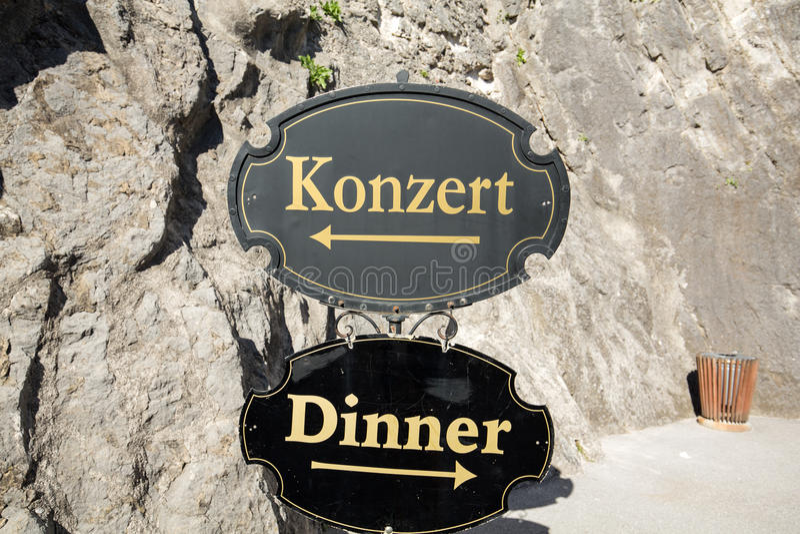 萨尔茨堡-在音乐会和食物之间的一个困难的选择在萨尔茨堡 库存图片