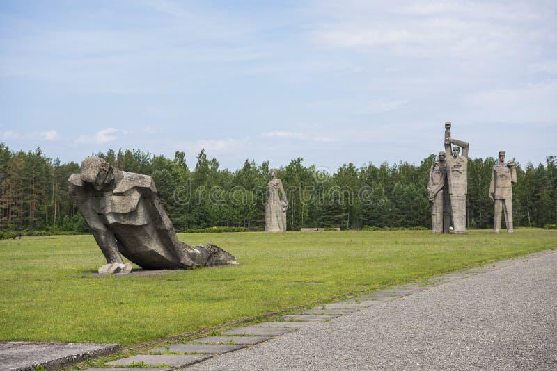 萨拉斯皮尔斯,拉脱维亚- 2019年6月19日:在萨拉斯皮尔斯纪念合奏的纪念碑 纪念品位于萨拉斯皮尔斯前地方  免版税图库摄影