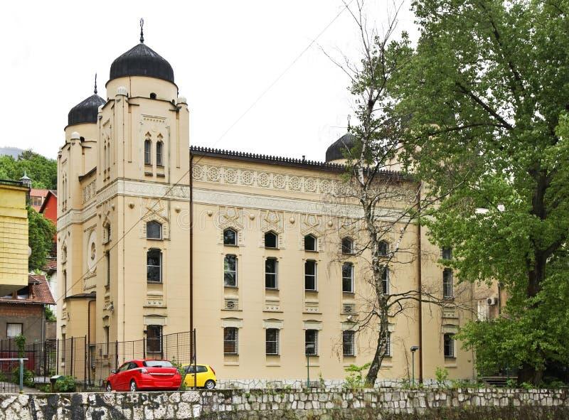 萨拉热窝犹太教堂 达成协议波斯尼亚夹子色的greyed黑塞哥维那包括专业的区区映射路径替补被遮蔽的状态周围的领土对都市植被 库存照片