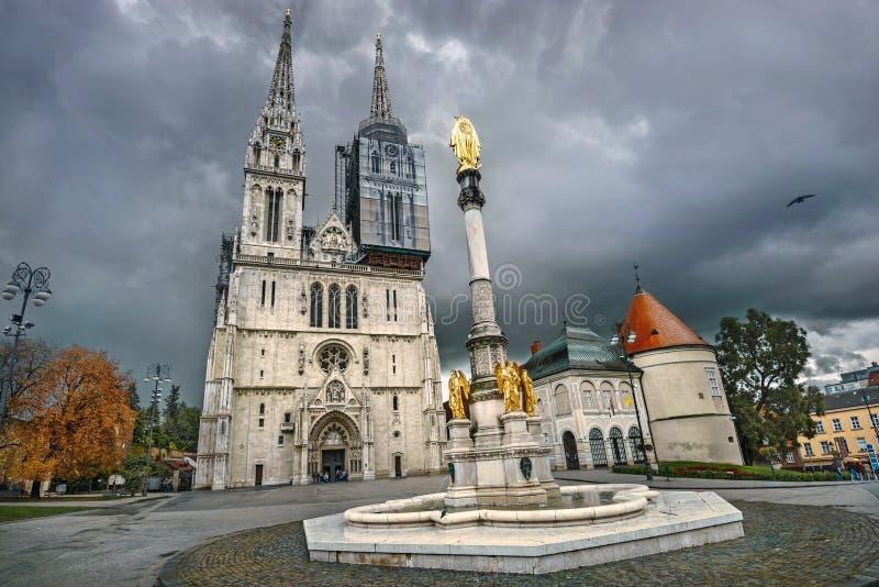 萨格勒布大教堂和保佑的圣母玛丽亚纪念碑 萨格勒布,克罗地亚 图库摄影