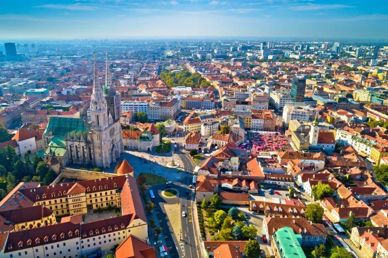 萨格勒布大教堂和历史的市中心鸟瞰图 免版税图库摄影