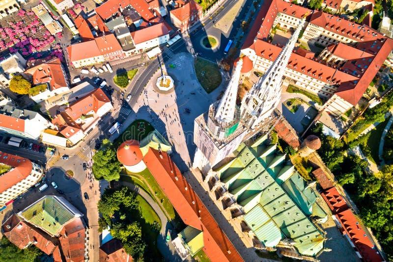 萨格勒布大教堂和Dolac市场鸟瞰图 库存照片