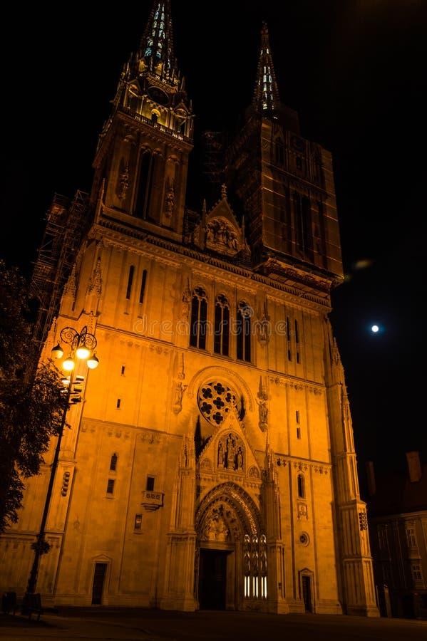 萨格勒布大教堂在晚上 库存图片