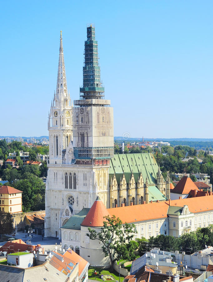 萨格勒布大教堂视图 免版税库存照片