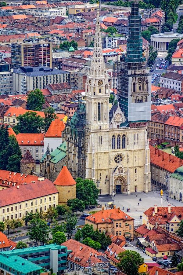 萨格勒布大教堂,直升机鸟瞰图 库存照片