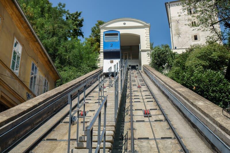 萨格勒布缆索铁路或电车在克罗地亚首都的历史的中心 免版税库存照片