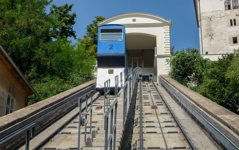 萨格勒布缆索铁路或电车在克罗地亚首都的历史的中心 库存图片