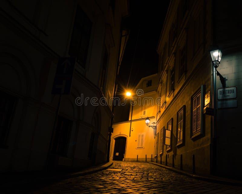 从萨格勒布街道的夜场面  库存图片