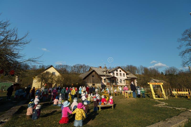 萨比莱,拉脱维亚- 2019年4月21日:玩偶小人为城市在萨比莱,拉脱维亚- Lellu pilseta 免版税库存图片
