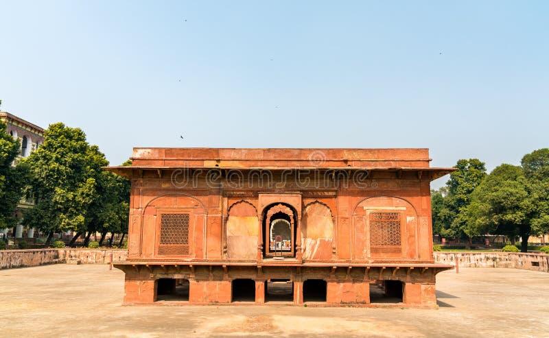 萨法尔玛哈尔亭子在Hayat Bakhsh Bagh庭院里在德里,印度德里红堡  库存照片