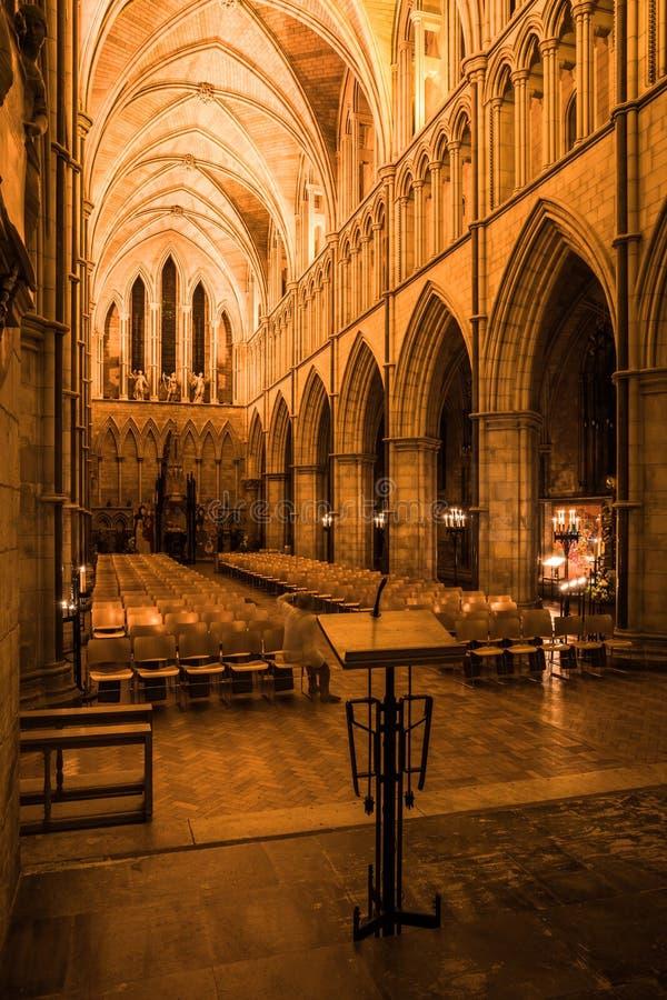 萨瑟克座堂内部看法在伦敦,英国 免版税库存照片