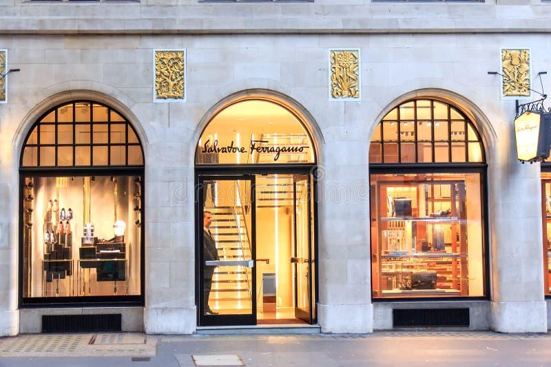 萨瓦托・菲拉格慕商店在伦敦 免版税库存照片