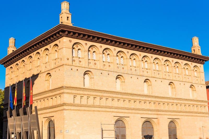 萨瓦格萨联交所,西班牙的大厦的看法 特写镜头 库存图片