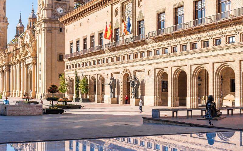 萨瓦格萨,西班牙香港大会堂的大厦的看法  复制文本的空间 库存图片