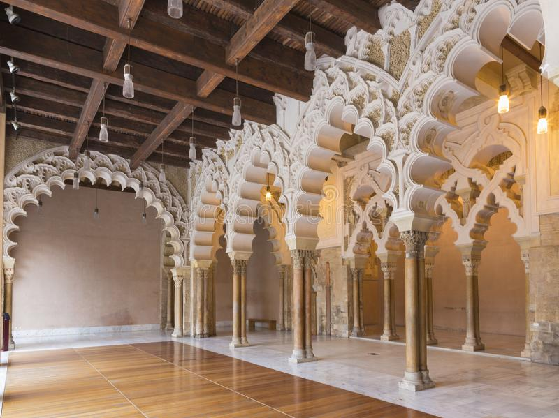 萨瓦格萨,西班牙- 2018年3月2日:La Aljaferia宫殿大厅  库存图片