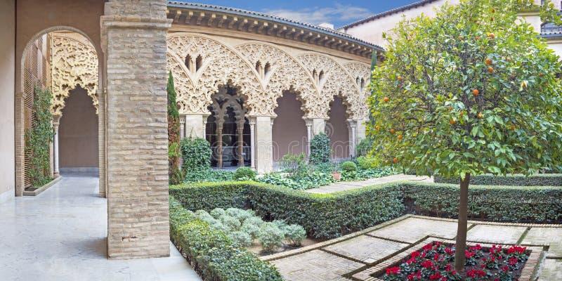 萨瓦格萨,西班牙- 2018年3月2日:La Aljaferia宫殿心房  库存图片