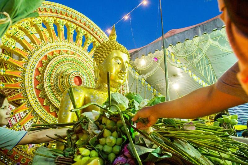 萨穆特PRAKAN, THAILAND-OCTOBER 18日2013年:给节日的莲花 库存图片