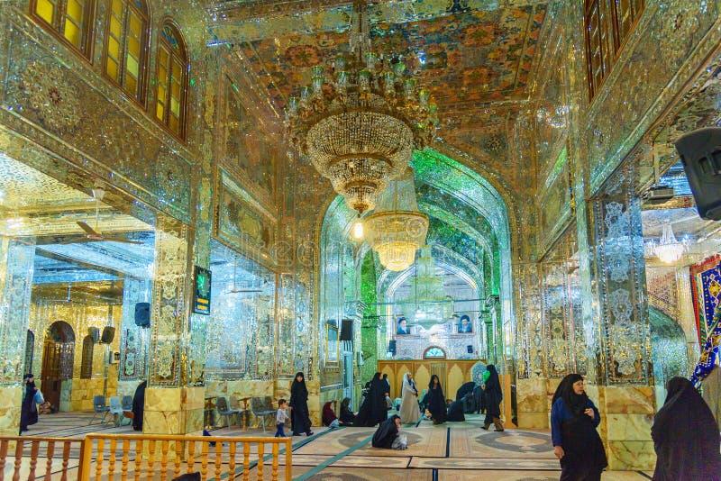 萨耶德Alaeddin Hossein被反映的陵墓内部在设拉子 伊朗 免版税库存图片