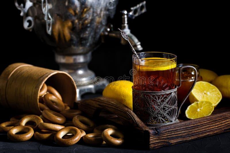 萨莫瓦尔的俄罗斯茶 免版税库存照片