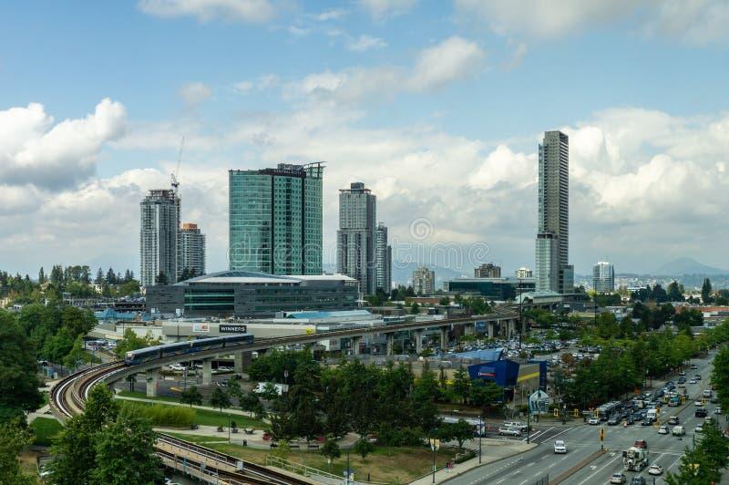 萨里,加拿大2018年8月30日:现代大厦和基础设施市中心更加巨大的温哥华地区 库存图片