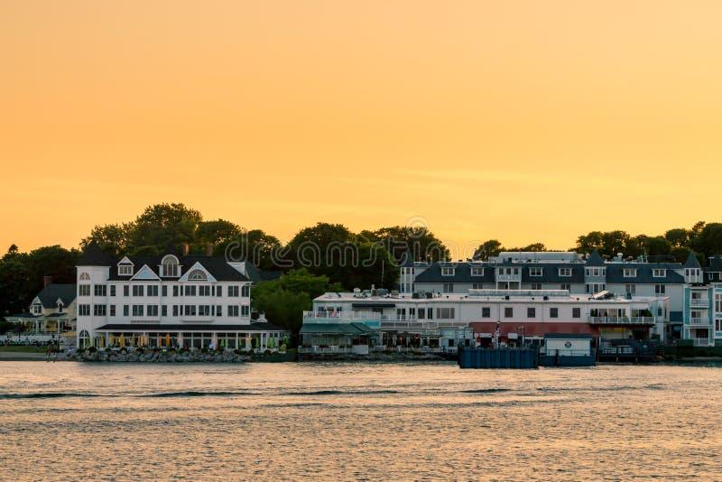 落下在Mackinac海岛的美好的日落在夏天期间在密执安 免版税库存照片