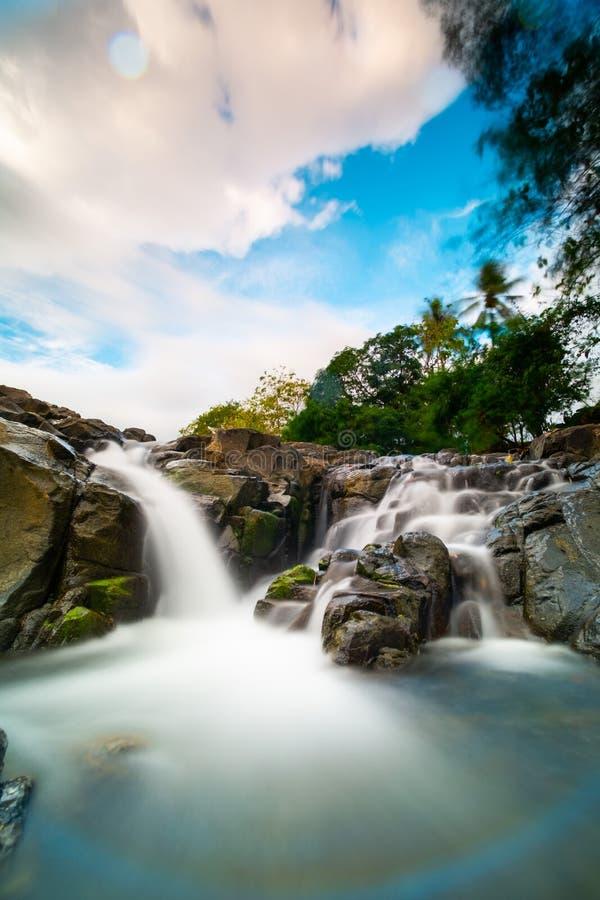 落下浇灌在塞利比斯峡谷barru苏拉威西岛selatan印度尼西亚 库存图片