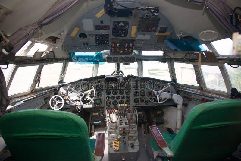 落伍的飞机座舱内部 免版税库存照片