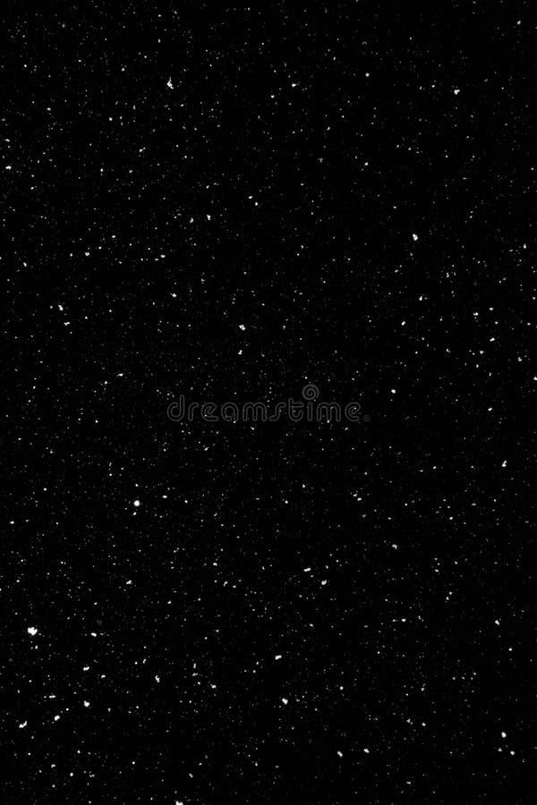 落在夜间的雪剥落 自然纹理 免版税库存照片