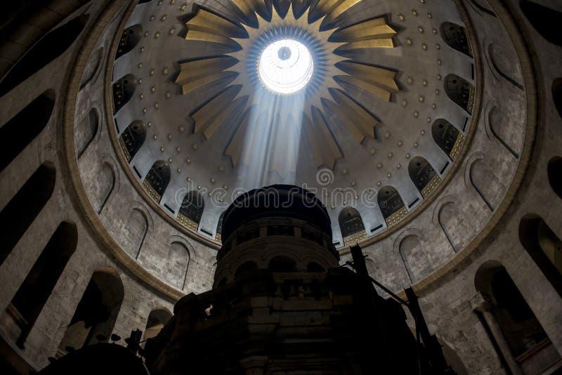 落在教会里的光 免版税库存照片