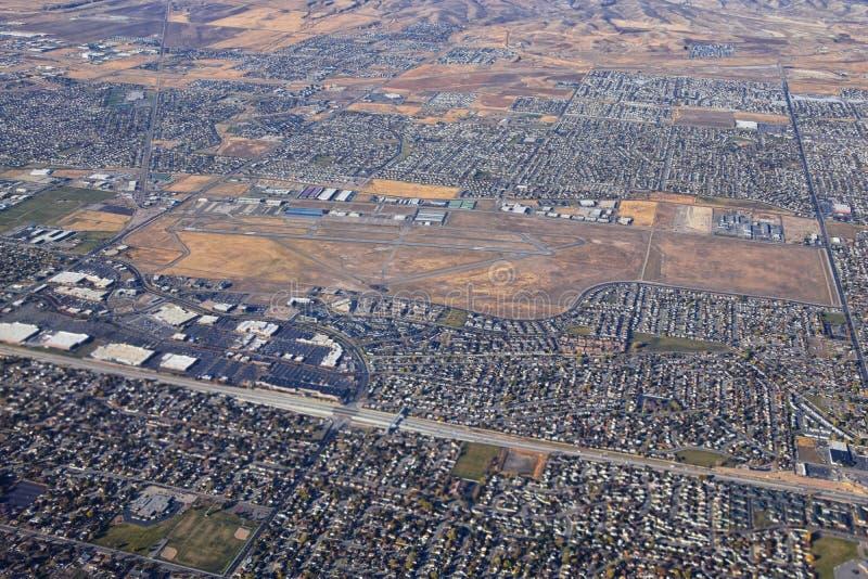 落基山脉、奥奎罗山脉从空中俯瞰,瓦萨奇前岩从飞机上望去 南约旦、西谷、麦格纳和赫里曼 免版税库存照片