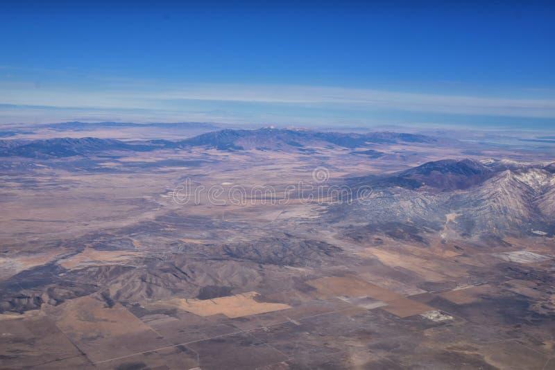 落基山脉、奥奎罗山脉从空中俯瞰,瓦萨奇前岩从飞机上望去 南约旦、西谷、麦格纳和赫里曼 库存图片