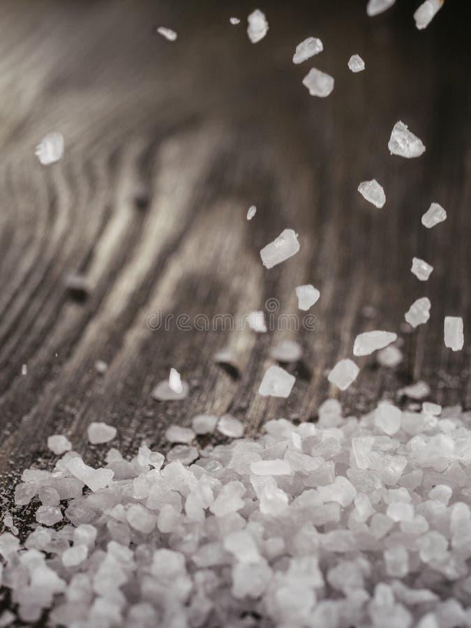 落的粗糙的海盐 免版税库存图片