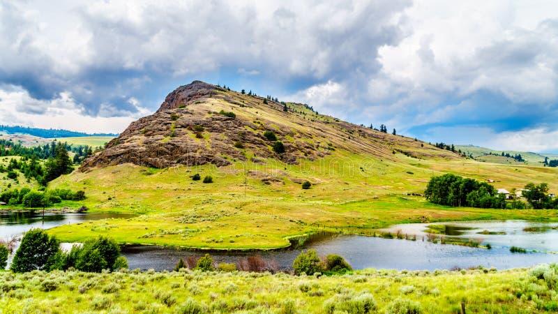 落矶山脉和绵延山Nicola谷的在不列颠哥伦比亚省,加拿大 免版税图库摄影