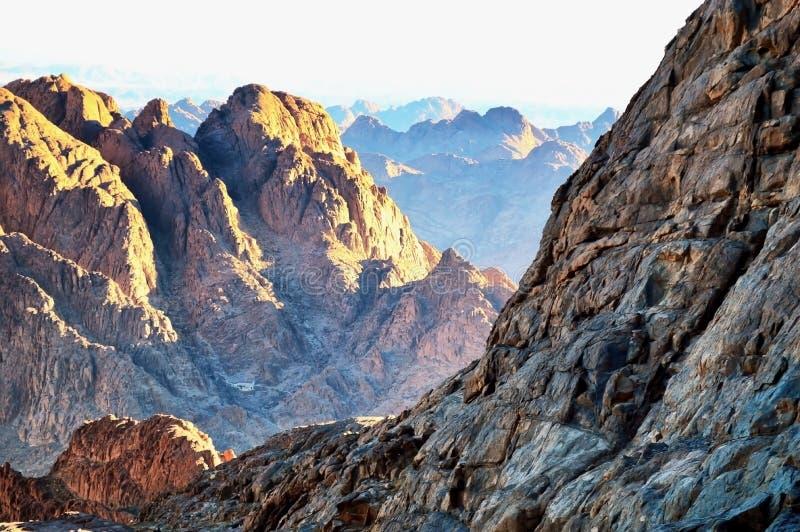 落矶山脉在西奈沙漠 库存照片