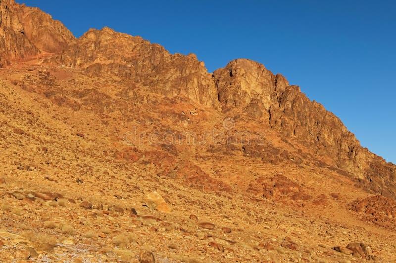 落矶山脉峰顶美丽如画的风景在冬天早晨 西奈山登上Horeb,Gabal芭蕉科,摩西登上 库存照片