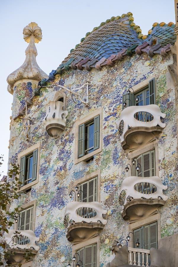 著名修造的住处安东尼・高迪Batllo的片段在巴塞罗那西班牙 免版税库存图片