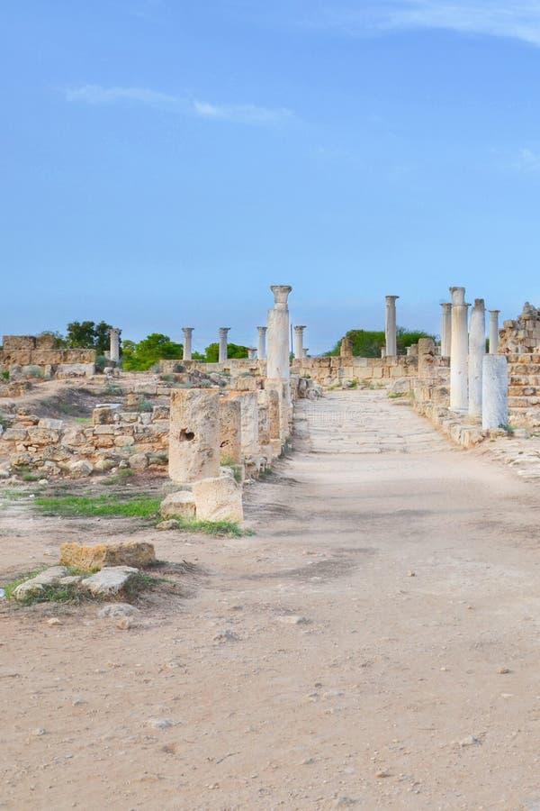 著名健身房,土耳其北赛普勒斯土耳其共和国的壮观的古老废墟在蒜味咸腊肠的 免版税库存图片