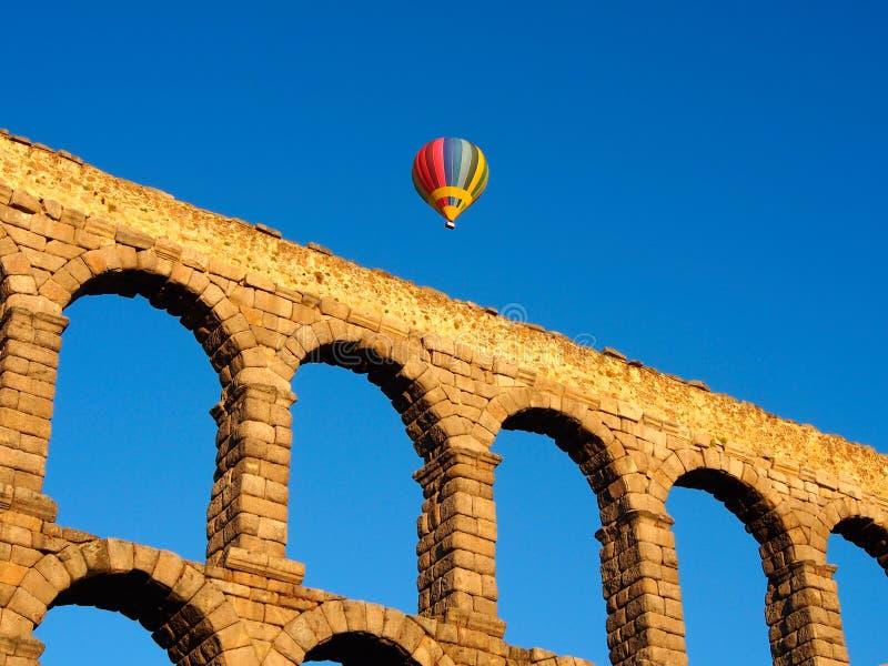 著名古老罗马渡槽在塞戈维亚,西班牙 库存照片