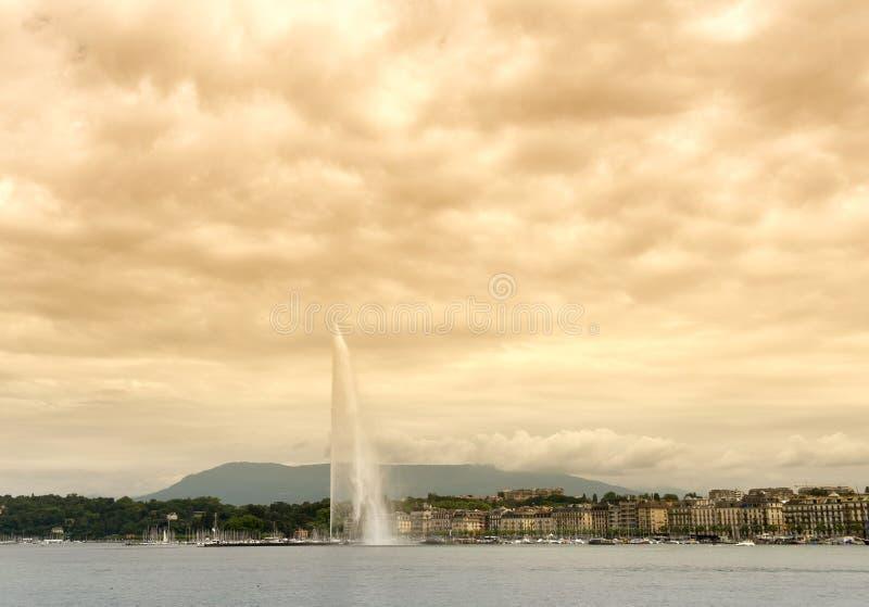著名喷泉喷气机d ` Eau在日内瓦,瑞士 免版税图库摄影