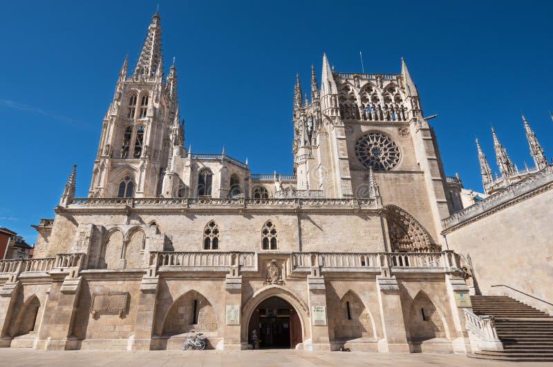 著名地标哥特式大教堂在一个晴天布尔戈斯,西班牙 免版税库存照片