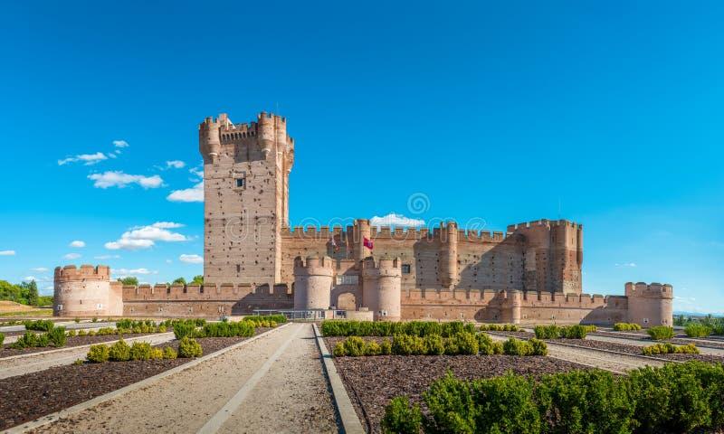 著名城堡卡斯蒂略de la莫塔岛的全景在梅迪纳德尔坎波,巴里阿多里德,西班牙 免版税库存照片