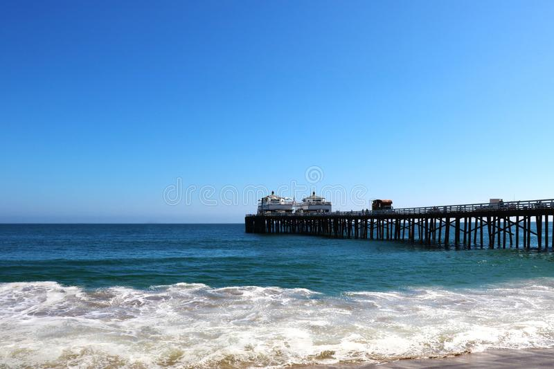 著名威尼斯海滩加利福尼亚 观看从钓鱼的码头 免版税库存图片