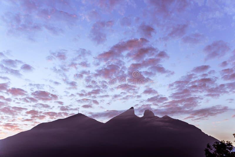 著名山在蒙特雷墨西哥叫塞罗de la新罗 库存图片