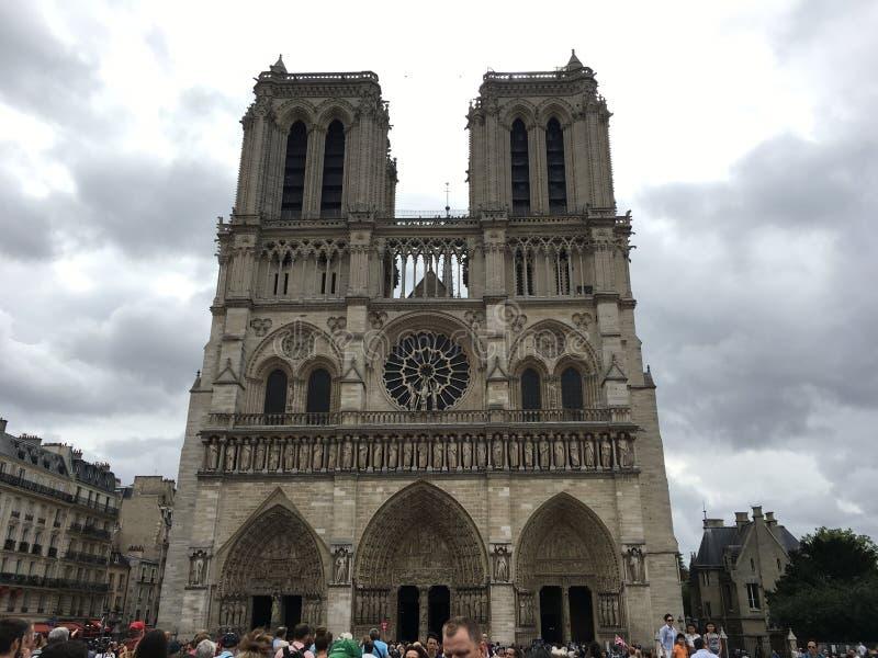 著名巴黎圣母院在法国 免版税库存图片