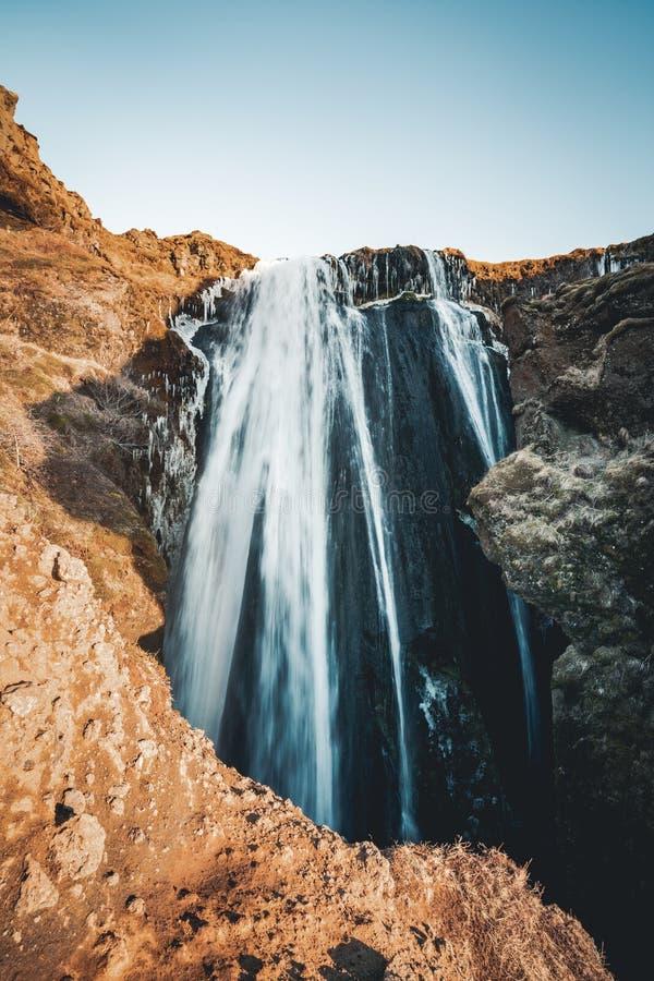 著名强有力的Gljufrabui小瀑布完善的看法  地点Seljalandsfoss秋天,冰岛,欧洲 风景图象  免版税库存照片