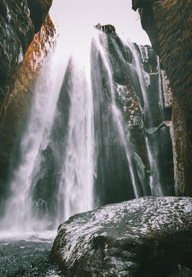 著名强有力的Gljufrabui小瀑布完善的看法  地点Seljalandsfoss秋天,冰岛,欧洲 风景图象  库存图片