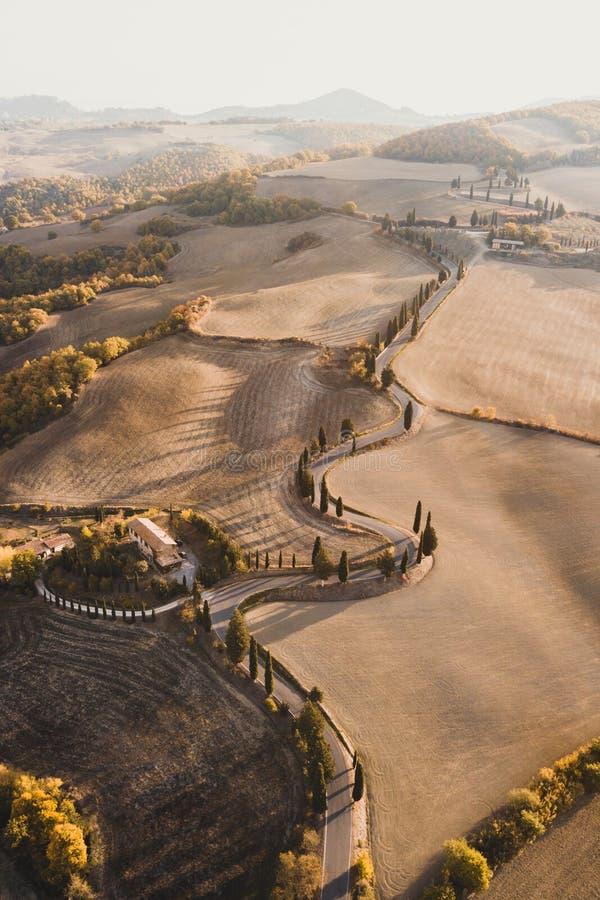 著名托斯卡纳小山空中寄生虫视图,意大利 免版税图库摄影