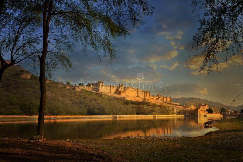 著名拉贾斯坦印地安地标-阿梅尔琥珀色的堡垒,斋浦尔,印度全景视图  库存照片